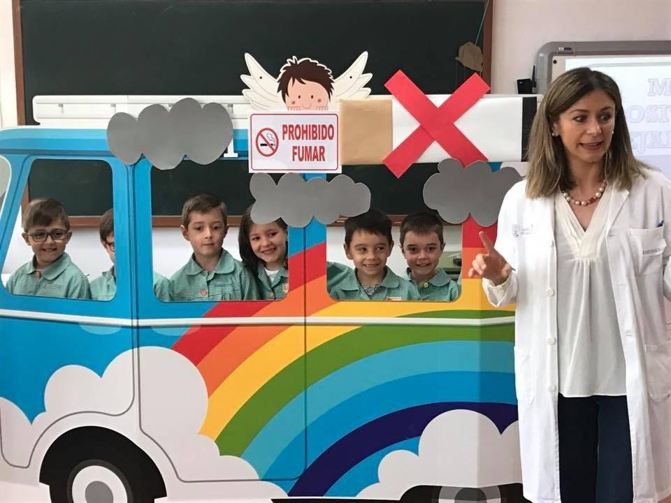 Un centenar de niños conquenses se suman a la campaña #CocheSinHumo