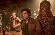 """<i>Han Solo</i>: """"Una película familiar y entretenida que no termina de brillar"""""""