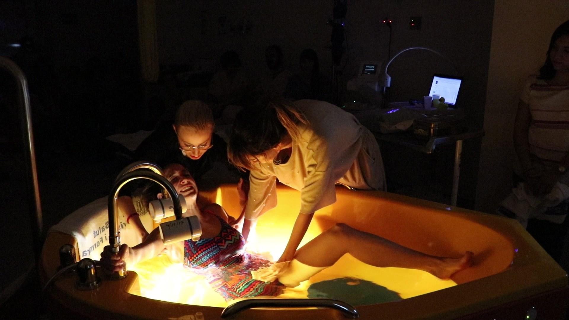 Dar a luz en el agua en un hospital es seguro tanto para la madre como para el bebé