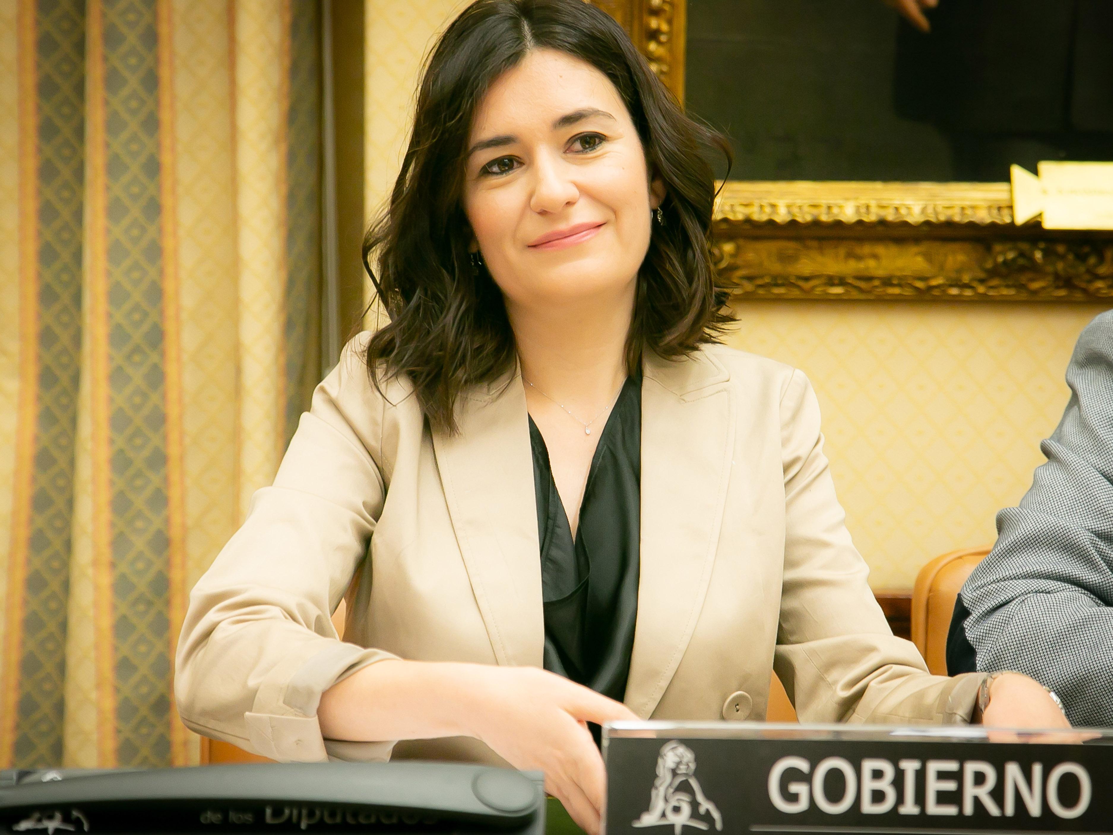 La ministra de Sanidad se compromete en el congreso a