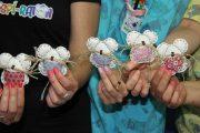 Pequeños ratones de tela guardan los dientes de los niños hospitalizados