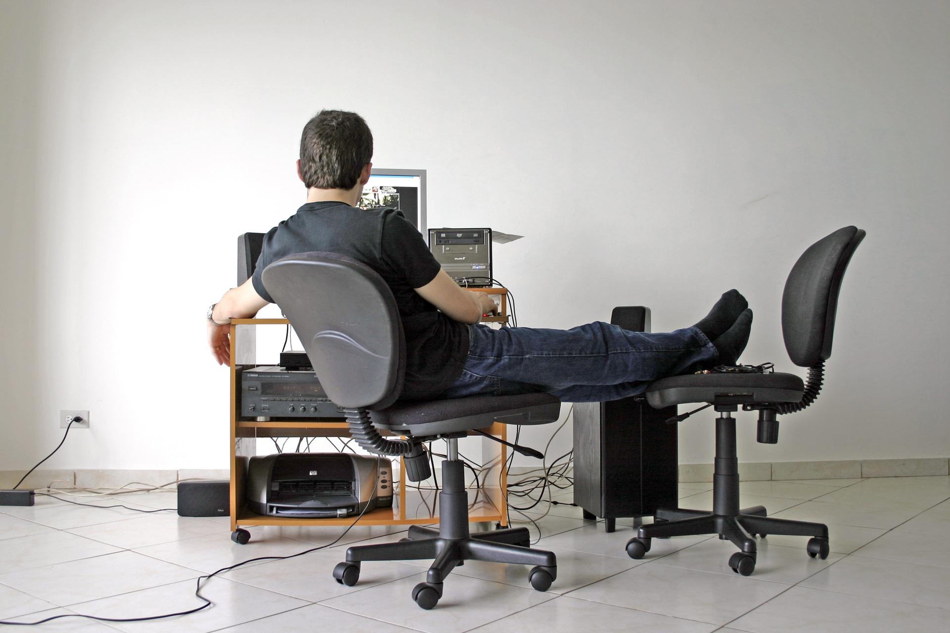 Estar sentado durante 10 minutos es suficiente para reducir la circulación sanguínea de las piernas
