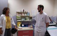 Enfermeras para facilitar que niños con trastornos del espectro autista conozcan el hospital