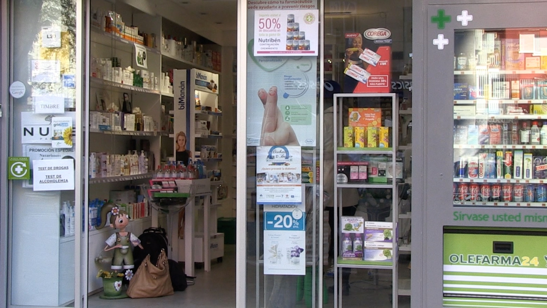 El Cecova denuncia el decreto de la consejería que abre la puerta a la farmacia comunitaria