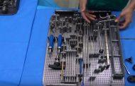 Dos enfermeros desgranan en un vídeo los materiales necesarios en un quirófano de Traumatología