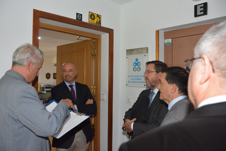 Corominas desobedece a los tribunales e impide que la Junta de Edad del Colegio de Enfermería de Murcia tome posesión de la sede