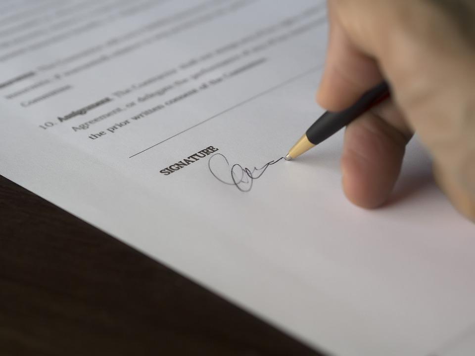 Más de 8.000 firmas para pedir que retiren la Ley de Farmacia por