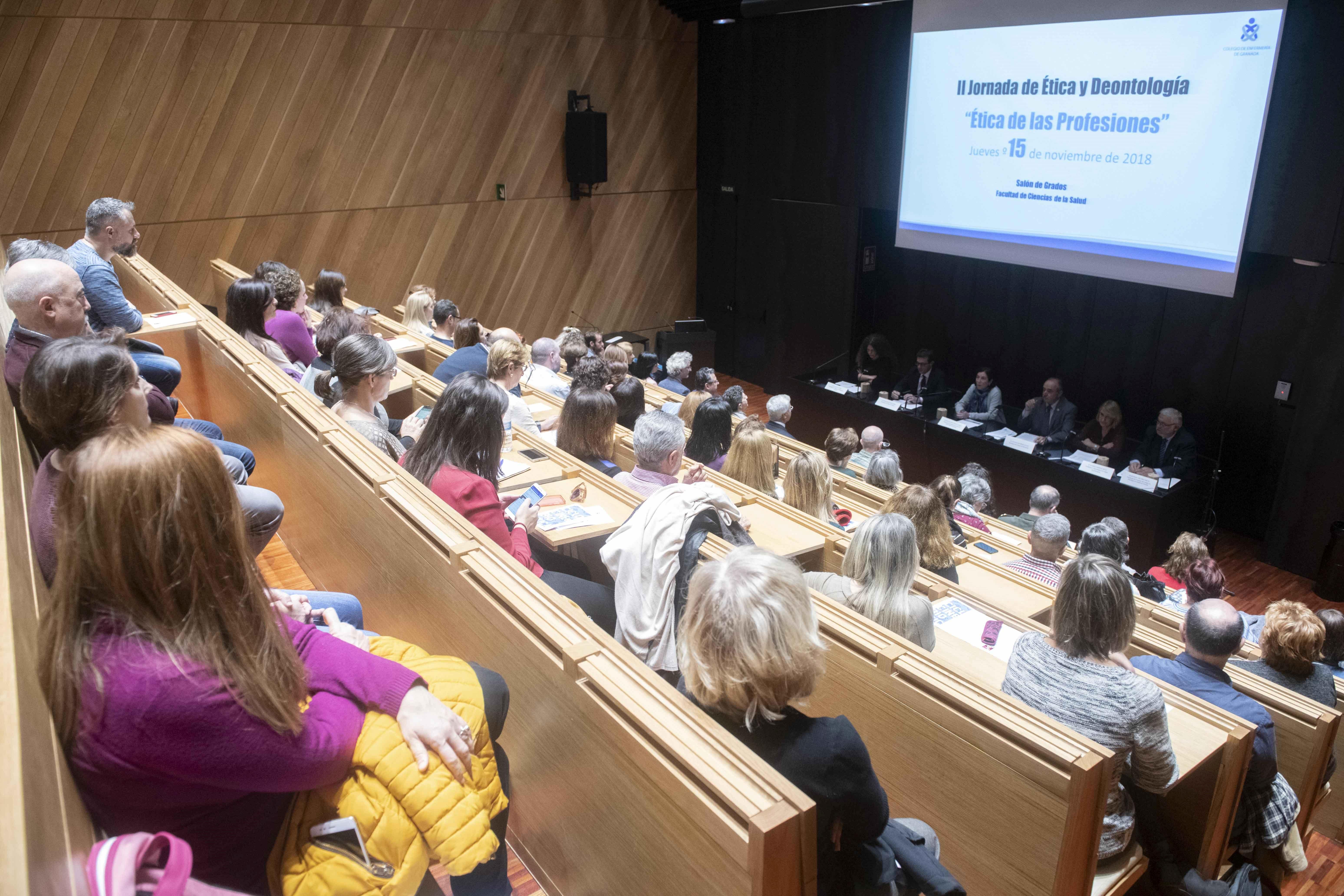 Profesionales y estudiantes debaten sobre ética y deontología en las jornadas anuales del Colegio de Enfermería de Granada
