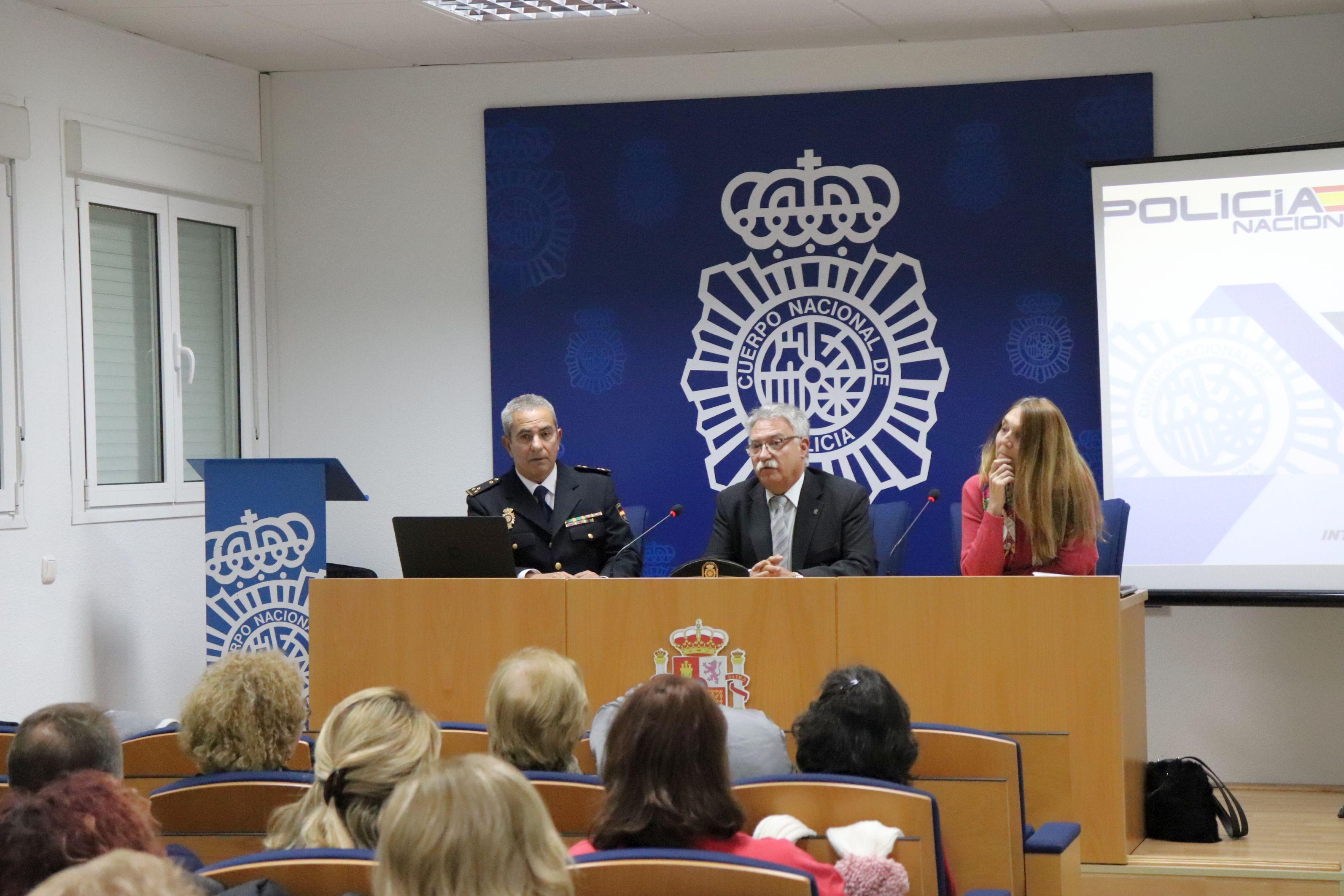 La Policía Nacional imparte un taller para prevenir agresiones a las enfermeras cordobesas