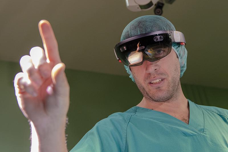 Desarrollan un sistema que permite proyectar en el paciente realidad aumentada