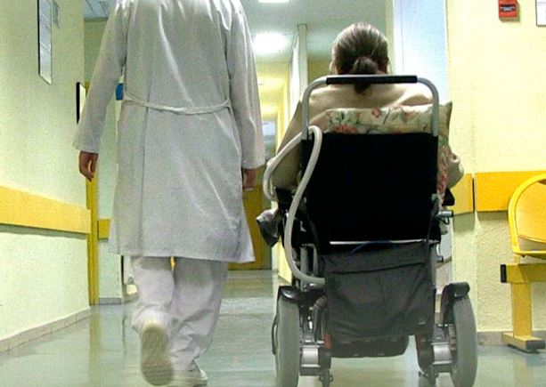 Las enfermeras, el alma de la Unidad de ELA, en el nuevo número de Enfermería Facultativa