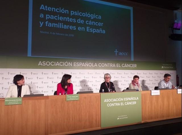 Familiares y pacientes con cáncer reclaman más cobertura psicológica