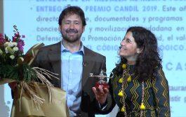 El productor y director Miguel Ángel Tobías recibe el Premio Candil del colegio de Cantabria en la antesala de la presentación de su nueva película