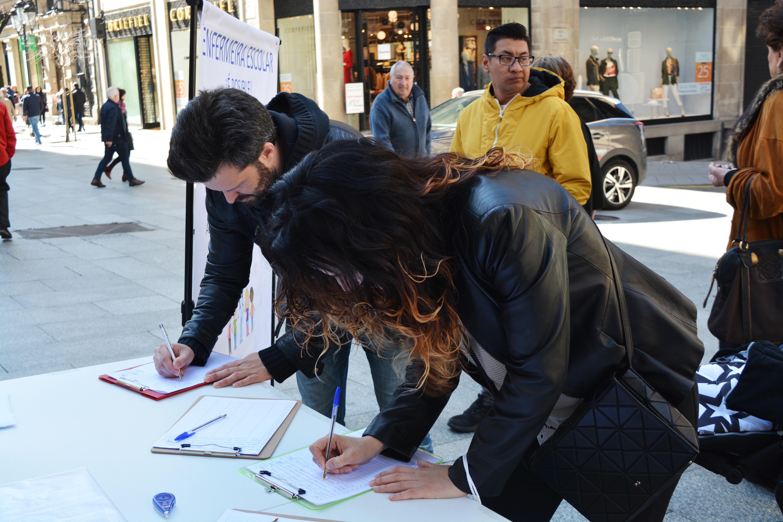 Casi 1.500 orensanos firman para pedir la implantación de la enfermera escolar en Galicia