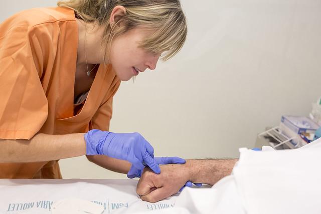 Estudian las claves para mejorar la primera experiencia laboral de las enfermeras recién licenciadas