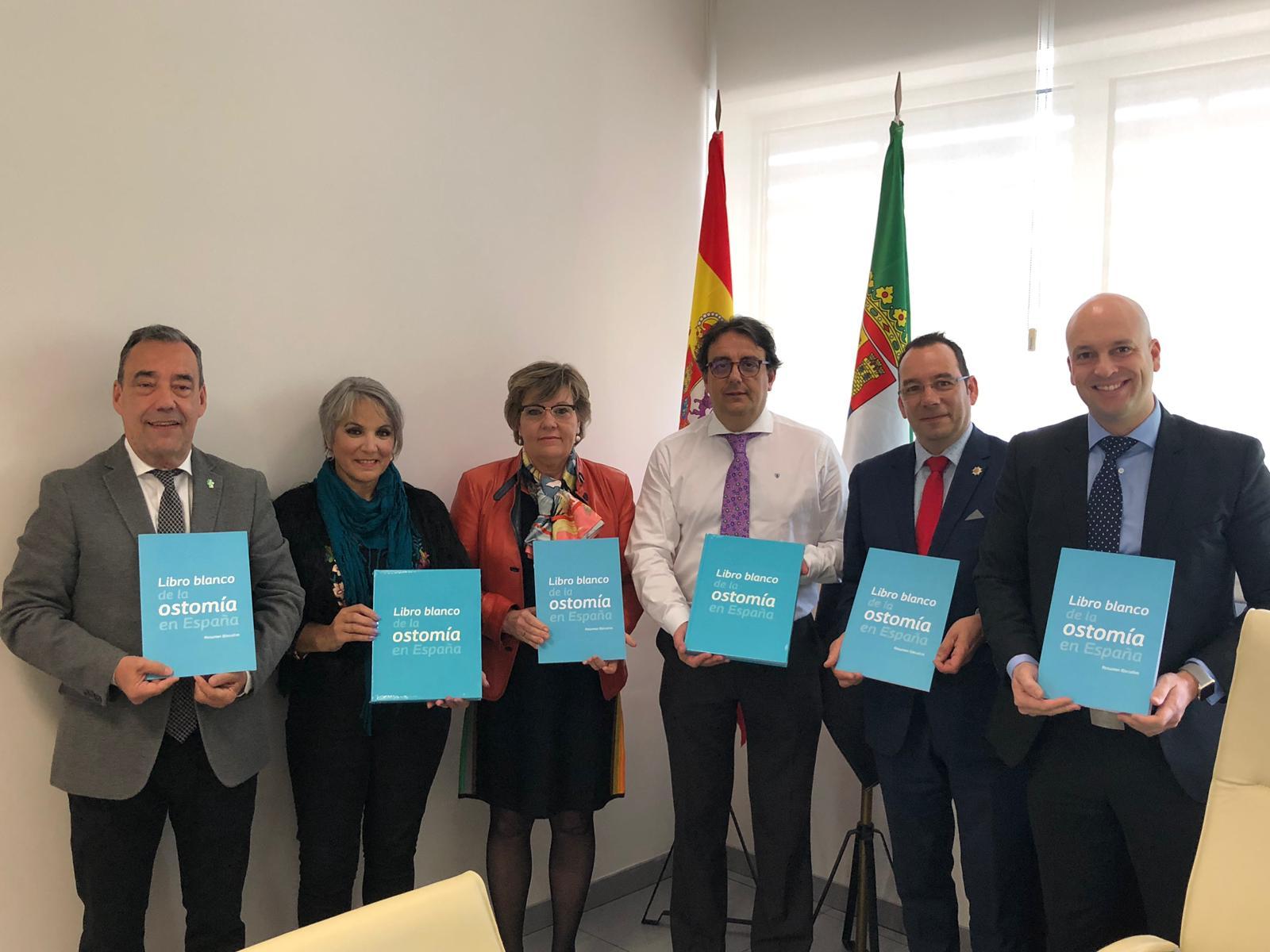 Pacientes ostomizados y sus enfermeras estomaterapeutas piden a Sanidad de Extremadura que la consulta de ostomía esté en la cartera de servicios de los hospitales