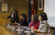La matrona, defensora de los derechos de la mujer, a debate en Salamanca