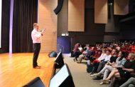 Los estudiantes de enfermería muy presentes en el congreso de Singapur