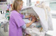 Una enfermera diseña un dispositivo de contención pionero para bebés prematuros