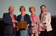 La Organización Colegial de Enfermería de España recibe el premio a la inclusividad del CIE en su categoría de oro