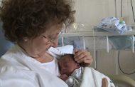 Vocación a flor de piel: enfermeras jubiladas colaboran como voluntarias para cuidar prematuros en Barcelona