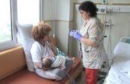 Una escuela enfermera para padres con niños con sondaje nasogástrico