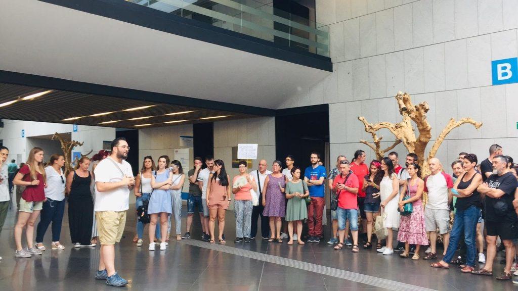 Empleados del Hospital de Villalba (Madrid) protestan por sus condiciones