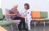 Una enfermera gestora de casos para asesorar a pacientes con cáncer de mama y colorrectal