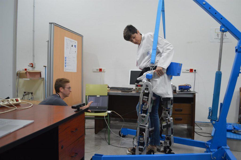Desarrollan un exoesqueleto capaz de hacer rehabilitación de forma remota