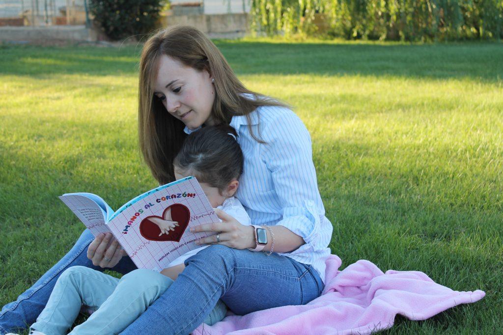 """""""¡Manos al corazón!"""", un cuento infantil que salva vidas"""