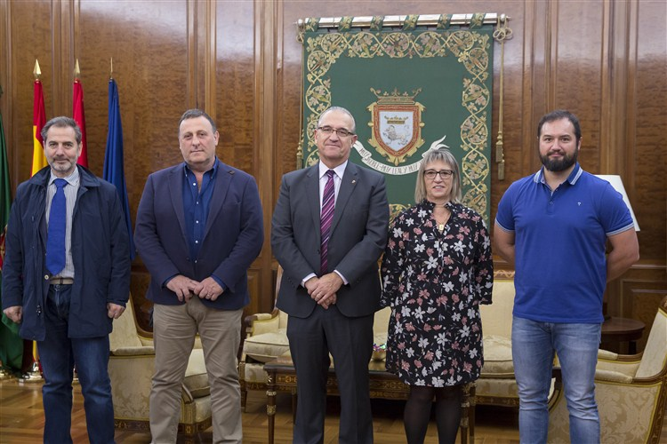 La enfermería navarra firma un convenio para instalar una torre de cardioprotección en Pamplona