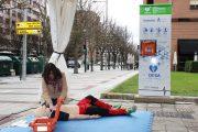 Las enfermeras de Navarra instalan la primera torre de cardioprotección en la vía pública de Pamplona