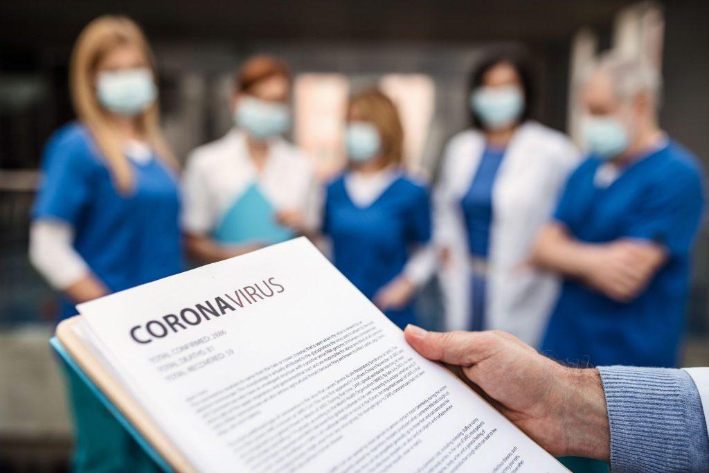 Aumentan los casos de contagio por coronavirus y las muertes se mantienen estables