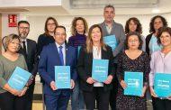 Enfermeras estomaterapeutas de Baleares presentan a la consejera de sanidad de la región el libro blanco de la ostomía