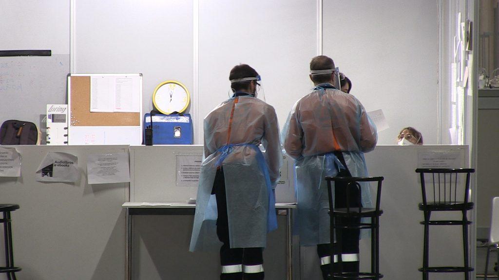 El 11% de los sanitarios infectados ha sido hospitalizado, según el informe del Instituto de Salud Carlos III