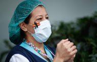 Los sanitarios contagiados aumentan en 1.365 casos y alzancan los 33.153 acumulados