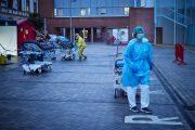 Los sanitarios infectados aumentan hasta los 15.062 y ya suponen el 14,75% de los afectados