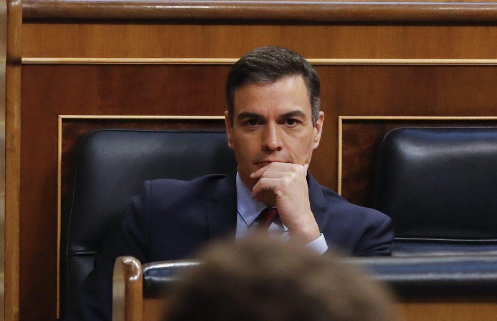 Sánchez pide disculpas por sus errores y dice
