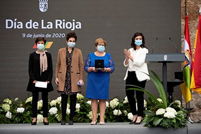 Profesionales sanitarios y sociosanitarios de la región recogen la Medalla de La Rioja 2020