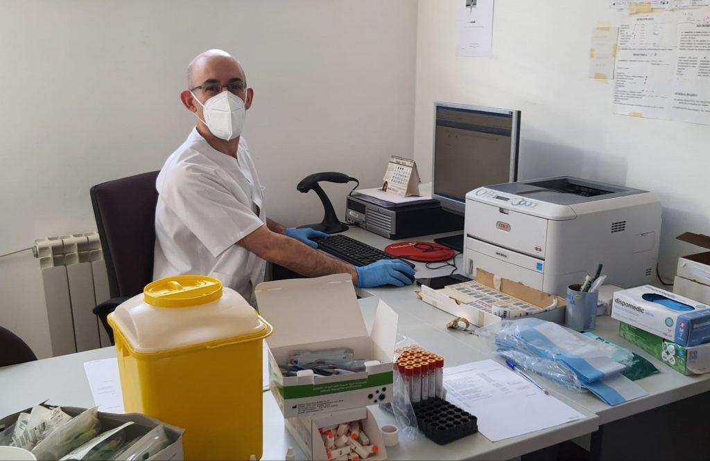 El Colegio de Enfermería de Sevilla pide la suspensión de las consultas de acogida en Atención Primaria
