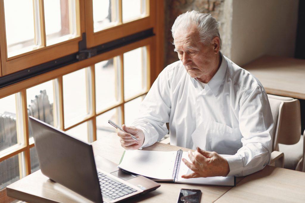 Uno de cada tres personas mayores tienen problemas con la telemedicina