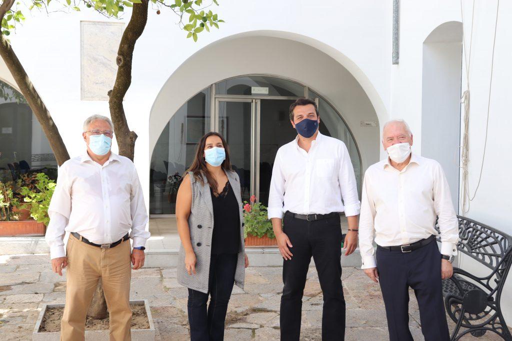 El alcalde de Córdoba aplaude el trabajo de las enfermeras de la provincia durante una visita institucional al Colegio de Enfermería