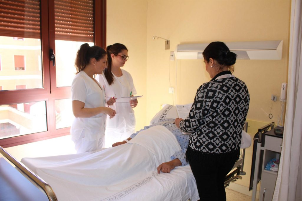 Enfermeras del hospital San Juan de Dios del Aljarafe editan recomendaciones para evitar úlceras por presión tras el alta