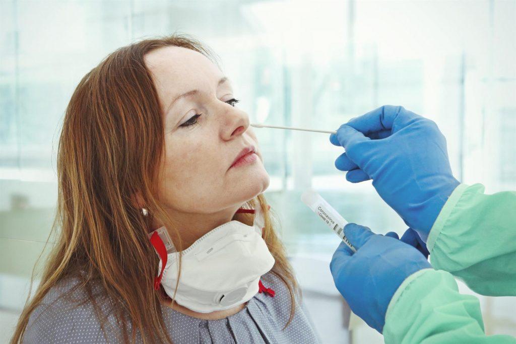 La detección temprana del 50% de sintomáticos y la cuarentena de sus contactos, clave para contener el COVID-19