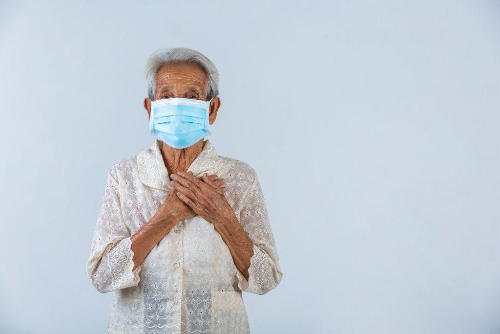 Un estudio afirma que la vacuna de la gripe reduce el contagio del COVID-19 entre mayores de 65 años