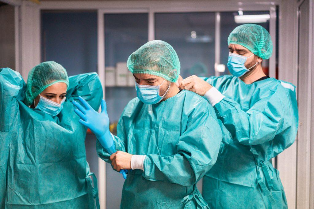 El Defensor del Pueblo Andaluz da la razón a las enfermeras en su queja por la falta de medios