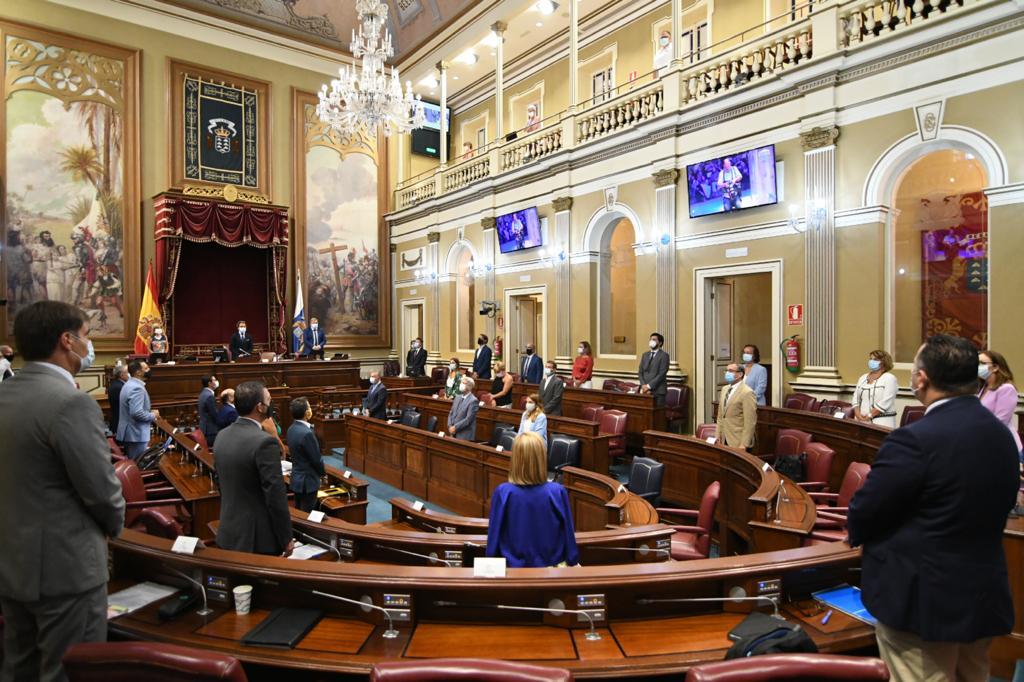 El Parlamento de Canarias insta a la implantación de la enfermera escolar en todos los centros educativos del archipiélago