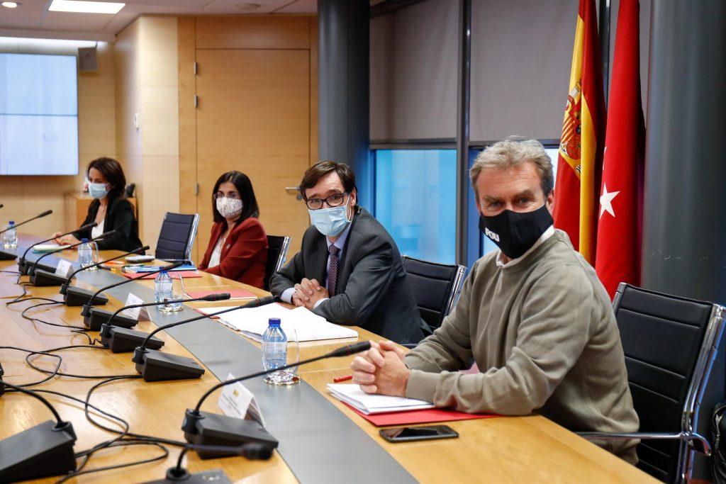 El acuerdo entre Gobierno y Madrid implicará limitar la movilidad en toda la capital si lo avalan las CC.AA.