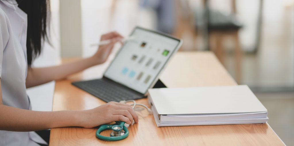 El Colegio de Enfermería de Cantabria pide que las consultas online en AP sean atendidas por los profesionales a las que van dirigidas