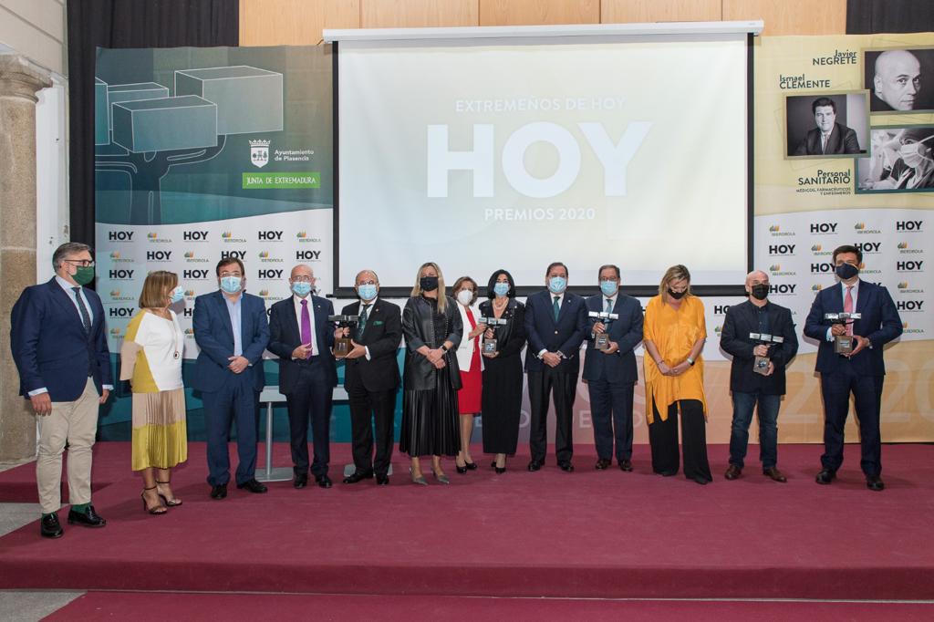 Los sanitarios galardonados en los premios Extremeños de Hoy